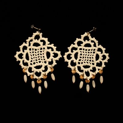 vintage white lace earring