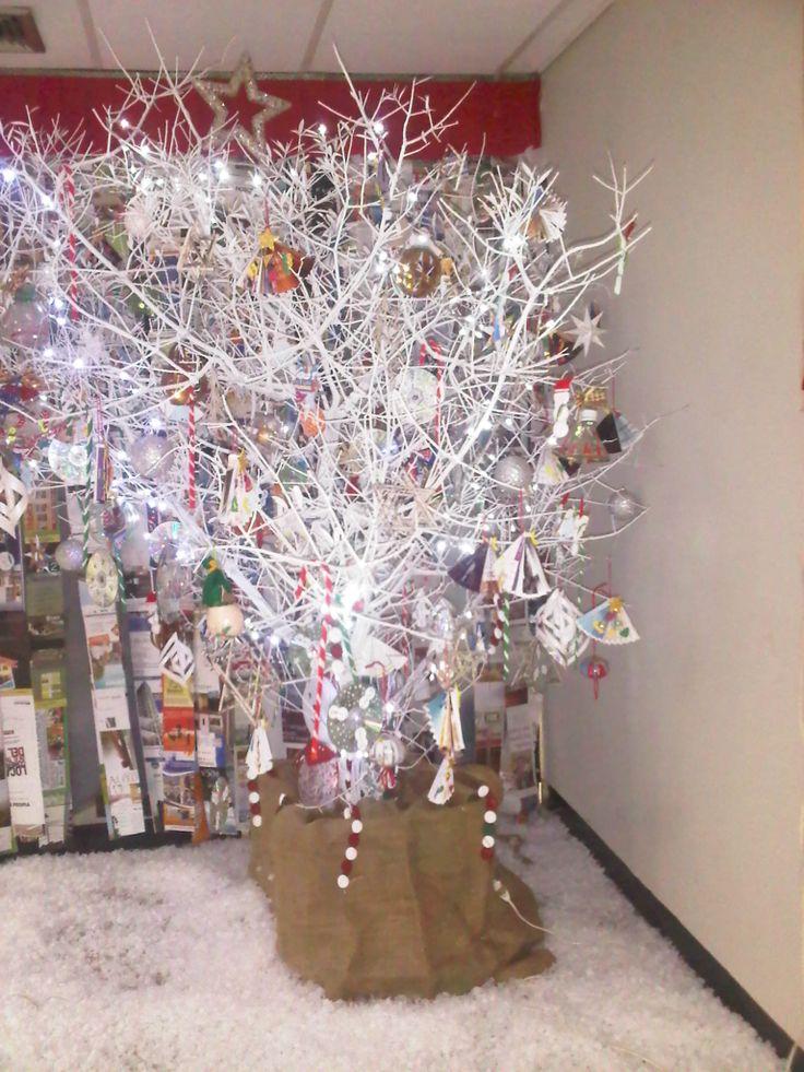 Arbol navideño de ramas secas