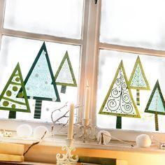 Window trees, Tonpapier ausschneiden, Transparentpapier aufkleben und verzieren