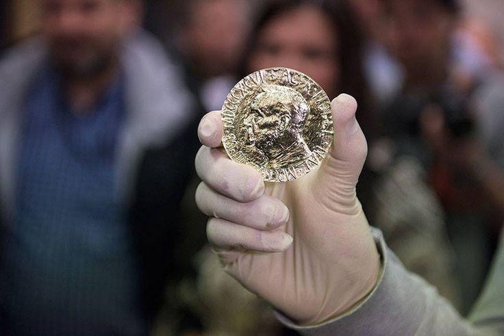 Letošní Nobelovu cenu za mír převzal 10. prosince 2015 tuniský Kvartet pro národní dialog. Medaile, která byla této organizaci předána, byla vyrobena z certifikovaného zlata. Vyrazila ji Norská mincovna, jejímž vlastníkem je společnost Samlerhuset Group. Tu v České republice reprezentuje její pobočka Národní Pokladnice. Foto: Erik Five Gunnerud  #nobelprice #narodnipokladnice #zlato #gold