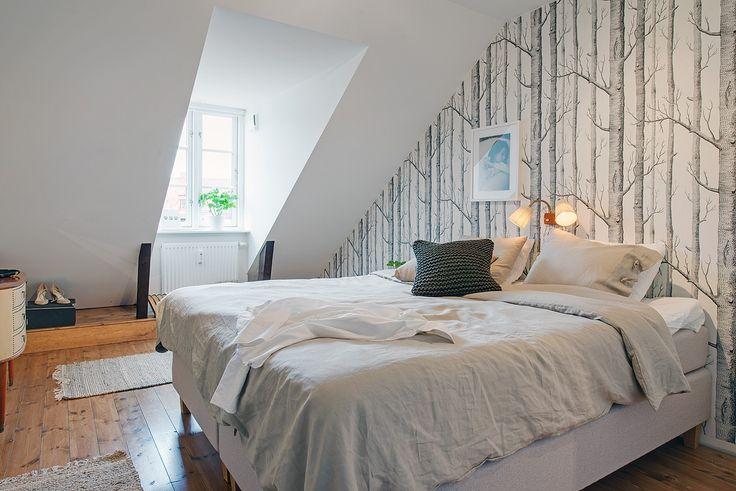 Lägenhetens största sovrum
