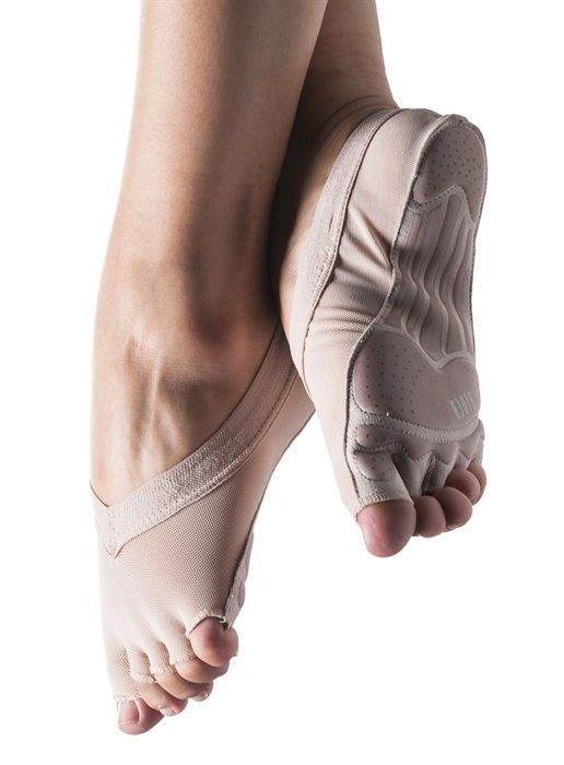 Bloch 670 Forme Pilates Pink full foot sock. Foot Thongs, Lyrical & Contemporary Shoes. Pilates toe & ball half-sock with individual toe spaces giving secure and comfortable grip when using pilates equipment. Also suitable for yoga giving greater stability in poses. Power mesh breathable upper. Silicon rubber elastic holds pilates sock in place. Suede with unique rubber tread outsole allows maximum grip.  www.dancinginthestreet.com