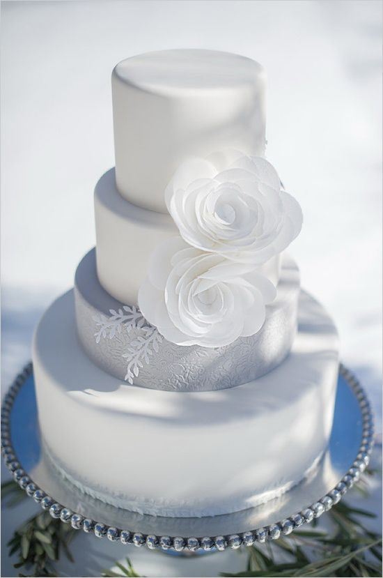 White and grey wedding cake with floral accents. Cake Design: Intricate Icings ---> http://www.weddingchicks.com/2014/05/09/magical-winter-wedding-ideas/