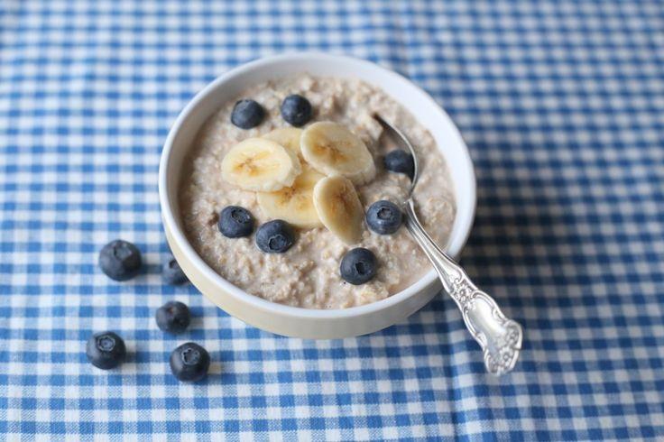 Kjøleskapsgrøt med banan og blåbær