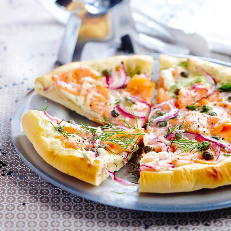 Découvrez la recette Pizza au saumon fumé sur cuisineactuelle.fr.