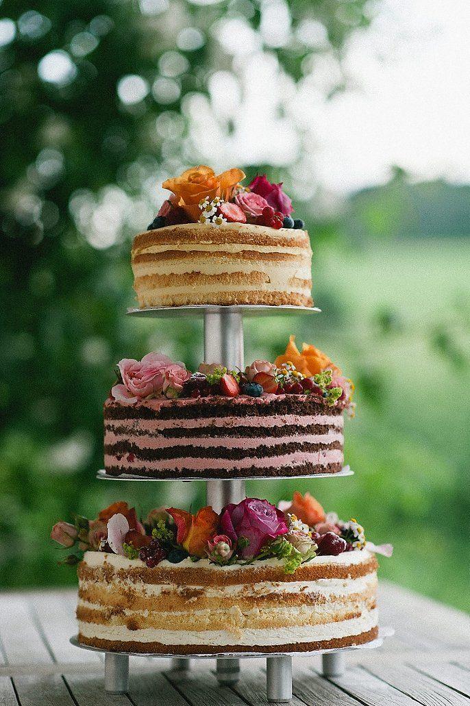#hochzeitstorte Liebevolle Scheunenhochzeit auf der Maisenburg | Hochzeitsblog - The Little Wedding Corner