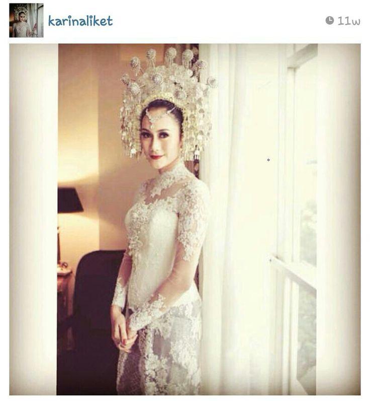 Minangkabau bride (modern style)--> very ellegant! LOVE it!