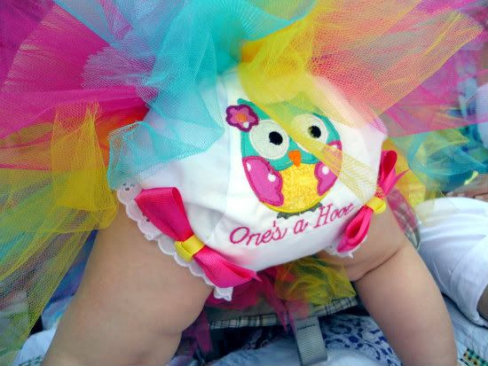 owl themed 1st birthday party | haha how awesome is that? I just love chubby baby legs!