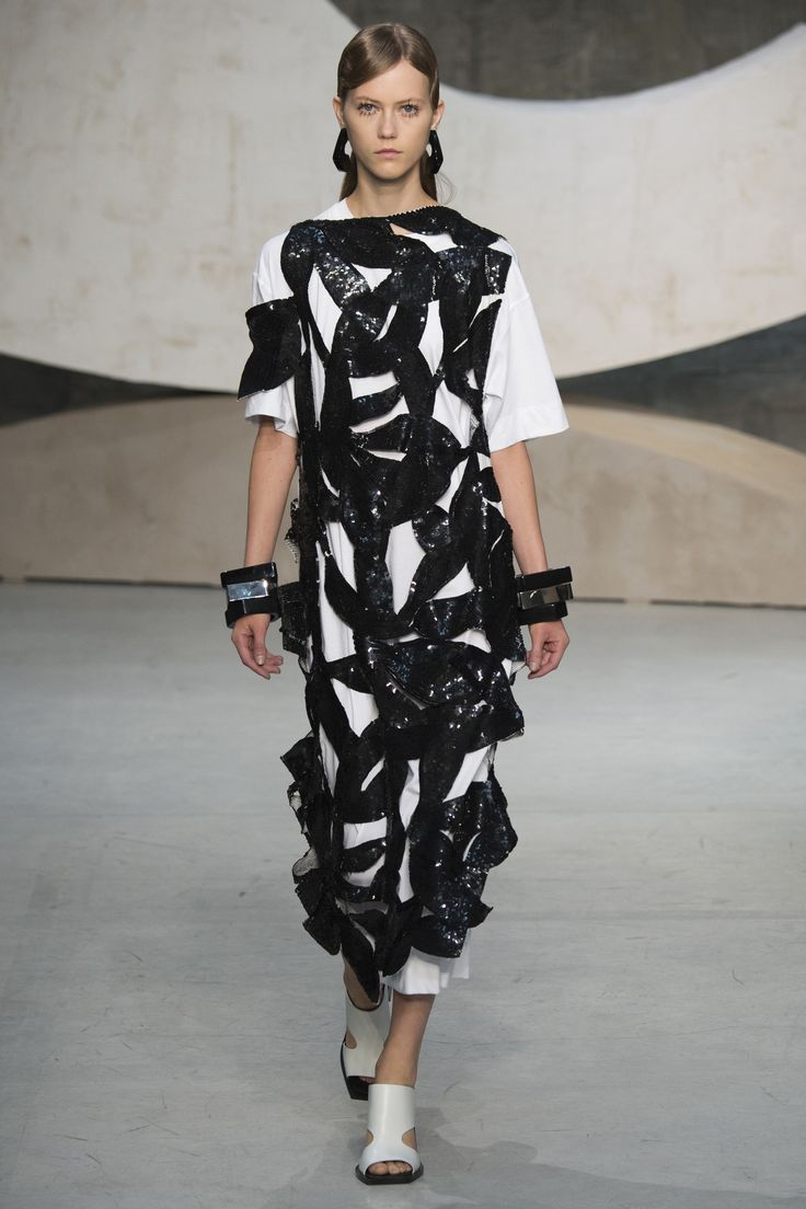 Marni Spring 2016 Ready-to-Wear Fashion Show - Julie Hoomans