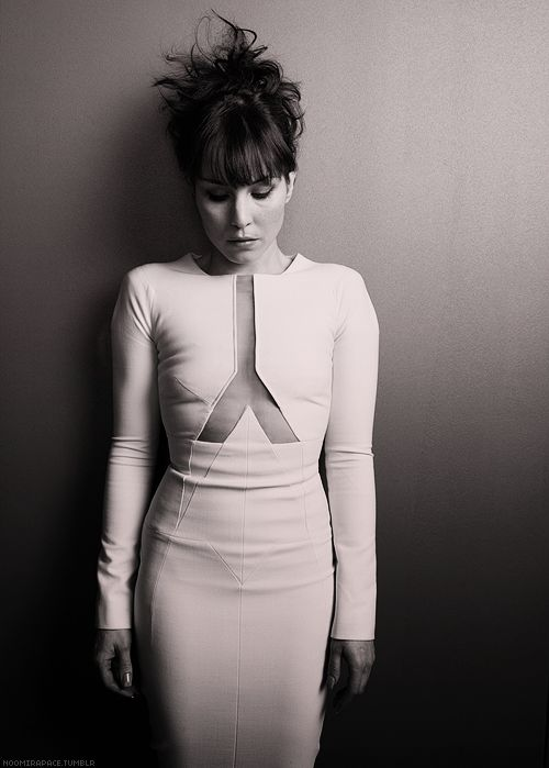 This woman is stunning and has the ideal body. Noomi Rapace