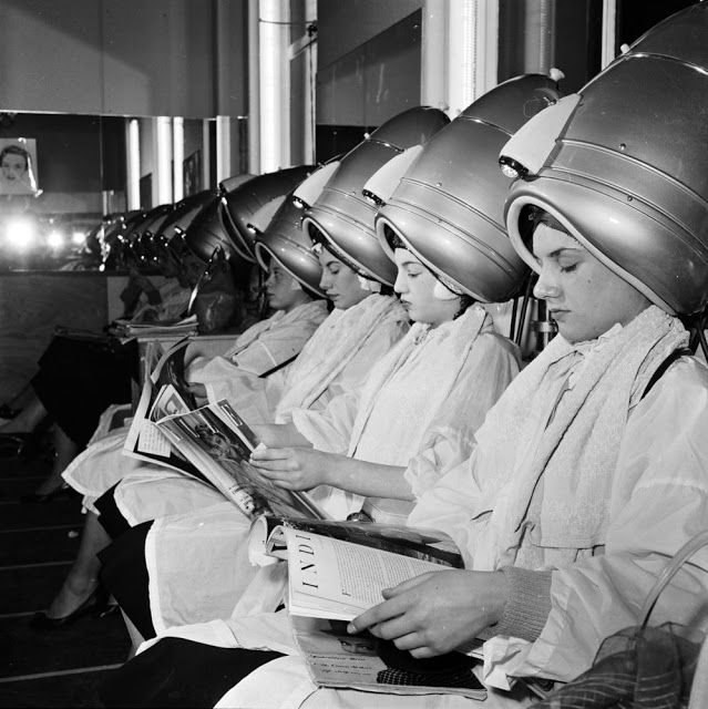 15 Vintage Photos That Show How a Good of a Time Was Had While Sitting Under the Hood of a Hair Dryer