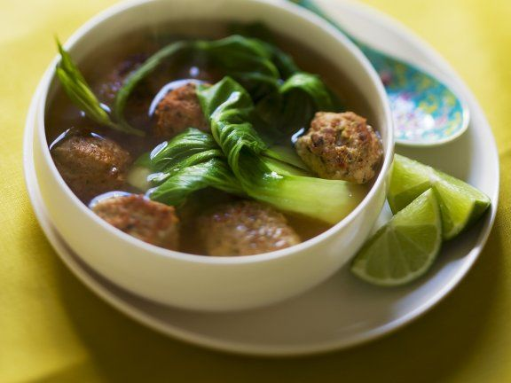 Asiatische Suppe mit Paksoi und Hackbällchen #paksoi #pakchoi #hackfleisch #asiatisch #suppe #gesund #healthy #mittagessen #lunch #leicht #light