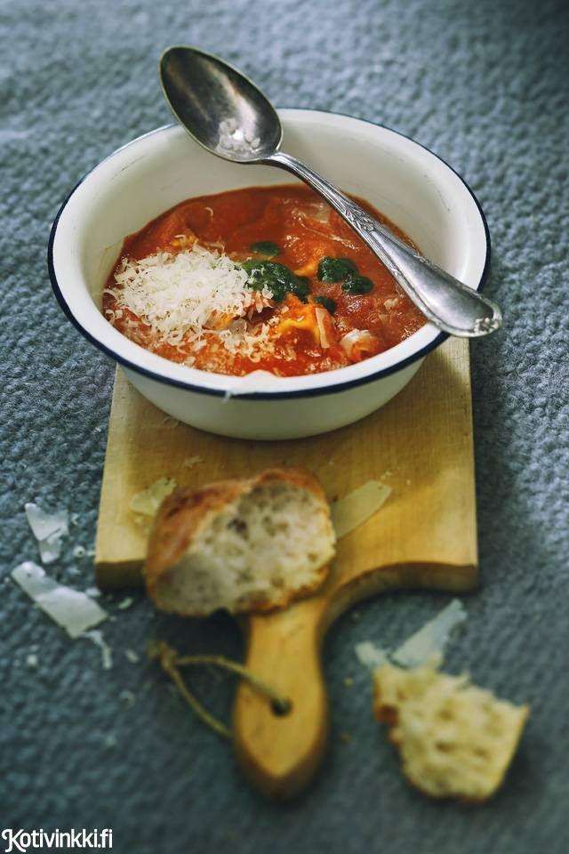 Tomaatti-tortellinikeitto   Kotivinkki