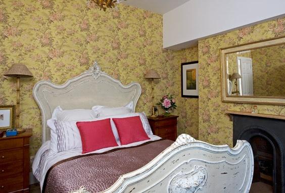 Dormitorio de invitados en una casa de campo victoriana, http://www.achica.es/achicaliving/2012/05/la-magnifica-guia-para-el-hogar-3/#