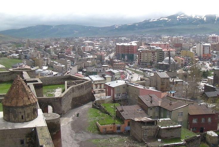 View east from Ezurum Minaret - Erzurum - Vikipedi