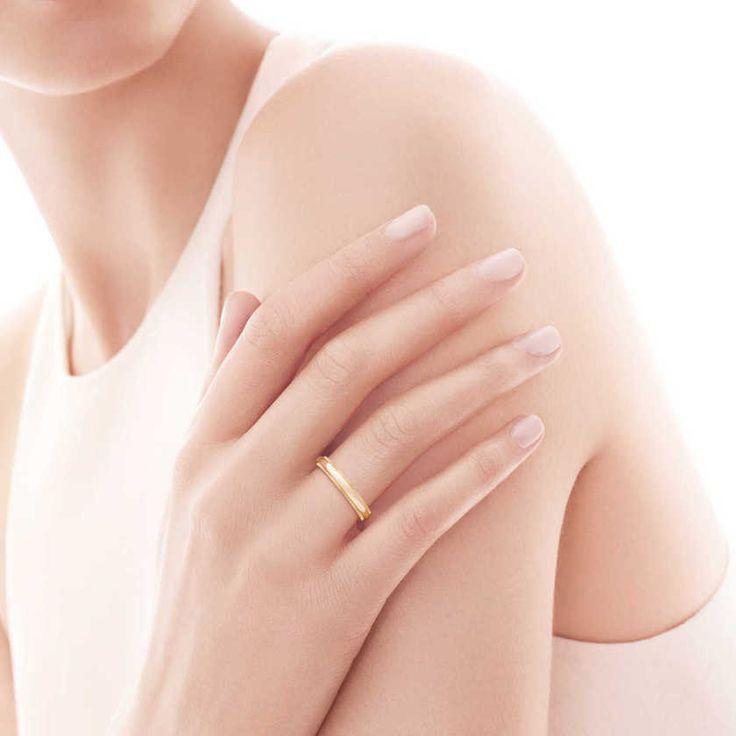 ゴールドのリングで一際目を引く美しい指先に♡花嫁アクセサリーの合わせ方♡結婚式・ウェディング・ブライダルの参考に♡