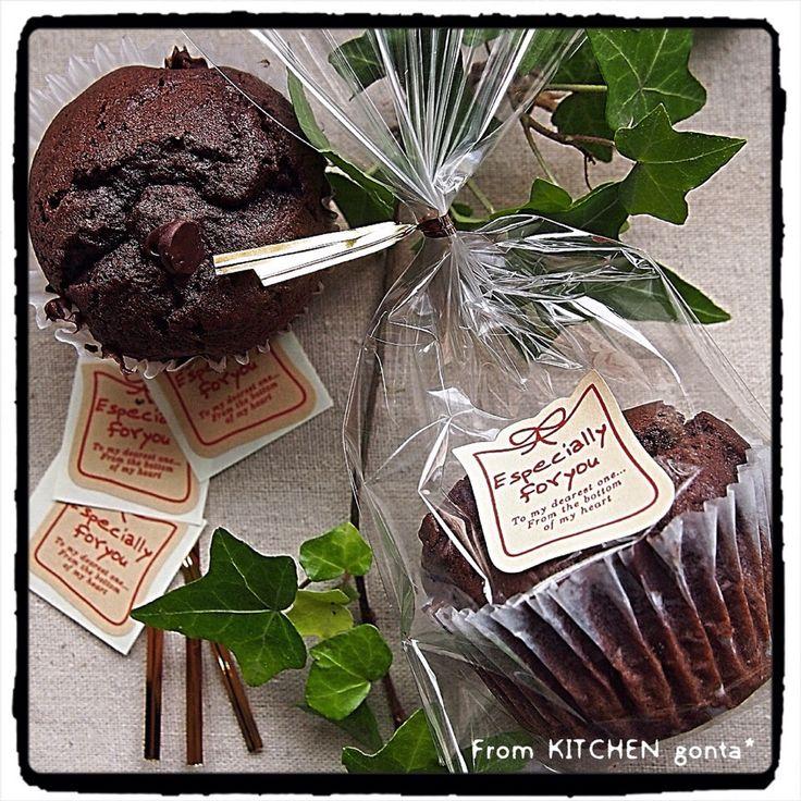 gonta's dish photo チョコチップマフィン wrapping version http://snapdish.co #SnapDish #チョコレートの日(2月14日) #バレンタイン #マフィン #おやつ