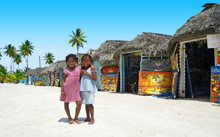 Dominikaanisessa tasavallassa on upeat rannat ja taivaansininen meri. Nauti huolettomista lomapäivistä Karibian auringon alla. www.apollomatkat.fi #Dominikaaninen  #PuertoPlata