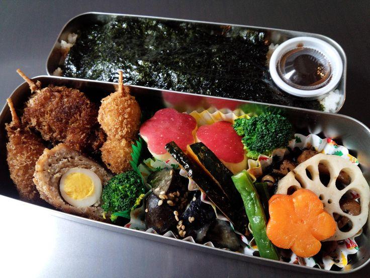 海苔弁  串カツ(鶏、豚、うずらの卵)  メンチカツ  かぼちゃ南蛮  ナスの味噌炒め  ひじきの煮物