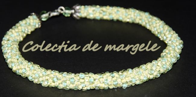 Delicate yellow - crochet beading necklace by Colectia de margele