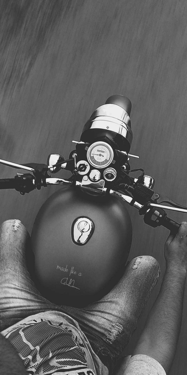 Royal Enfield Classic 500 Stealth Schwarz iPhone