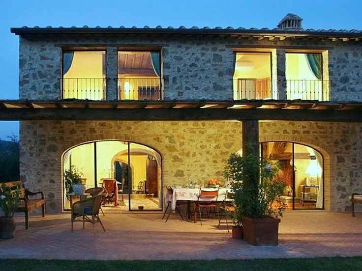 Cottage Lisana is part of a beautiful country estate located in the heart of Chianti. The property is located on a hill, amidst a lush working farm of olive groves and vineyards flanked by cypresses. http://www.ciaoitalyvillas.com/tuscany-vacation-rentals/florence/certaldo/10646