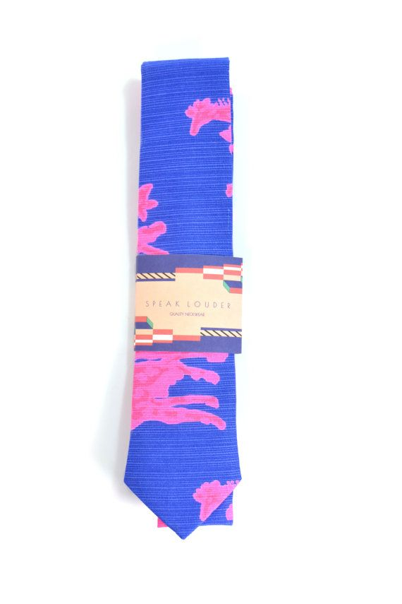 """This tie is made with a cut across the fabric's width, not on the bias that is why the selvedge is seen on the back of the tie as an important element of it.  Machine sewing one by one with a propper interlining to give flexibility to the necktie and an elegant knot with no wrinkles but always a casual style.     This listing is for a  2.5"""" tie wide at it's widest point and 56.5"""" long.     Composition  100% Cotton  100% Cotton musling lining    Care  Hand Wash / Wash (40�C)    Orders with…"""