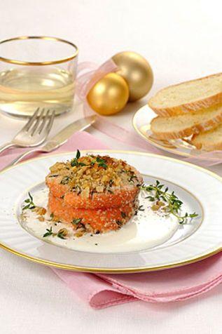 Tournedos di salmone con crema alle noci Una ricetta facile, veloce da preparare e veramente saporita. Ottima per la vostra tavola di Natale...