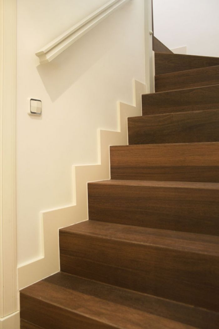 Revestimiento de escalera de fábrica con duelas macizas de madera de Ipe
