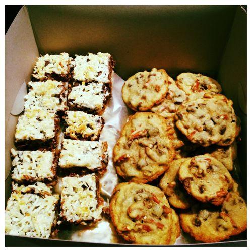 Magic Cookie Bars + Chocolate Chip Pretzel Cookies = Easy, Yummy Recipes!: Chocolate Chips, Yummy Recipes, Chip Pretzel, Magic Cookie Bars, Sweet Tooth, Pretzel Cookies, Bars Squares, Cookie Recipes