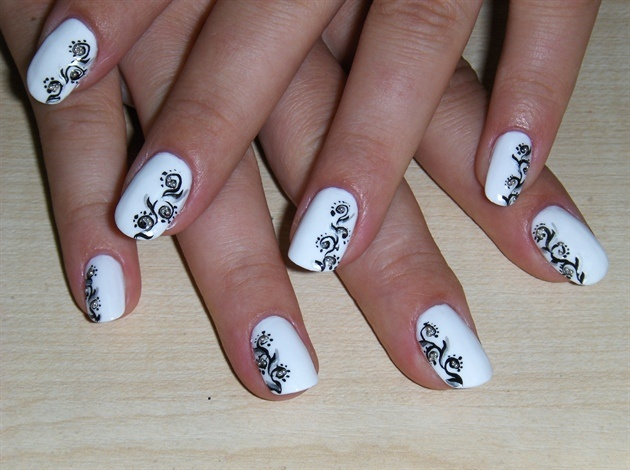 Black & White Wedding Manicure #Nails #Wedding #manicure  Find the best Toronto and the GTA have to offer thepwg.ca Hair MakeUp and Esthetic services http://www.theperfectweddingguide.com/beauty.html