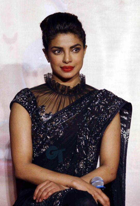 There's Something Strongly Magical About Priyanka Chopra's Saree — PHOTOS - Yahoo Style India