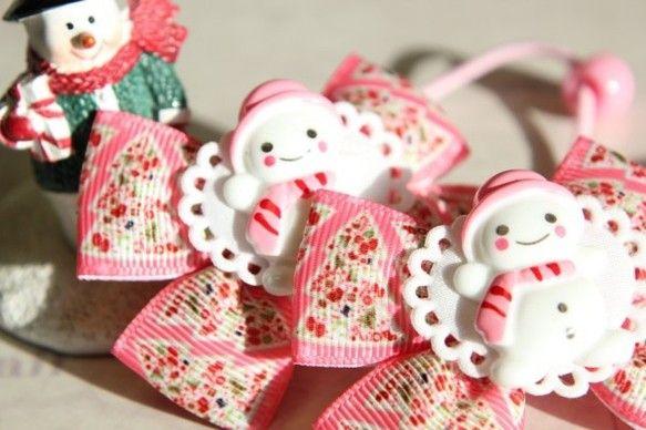可愛いクリスマス柄のヘアゴム2個で1組です。ツインテールにぴったり♪12月の中旬頃までの期間限定販売になります。(送料無料)リボンのサイズ約7×約...|ハンドメイド、手作り、手仕事品の通販・販売・購入ならCreema。