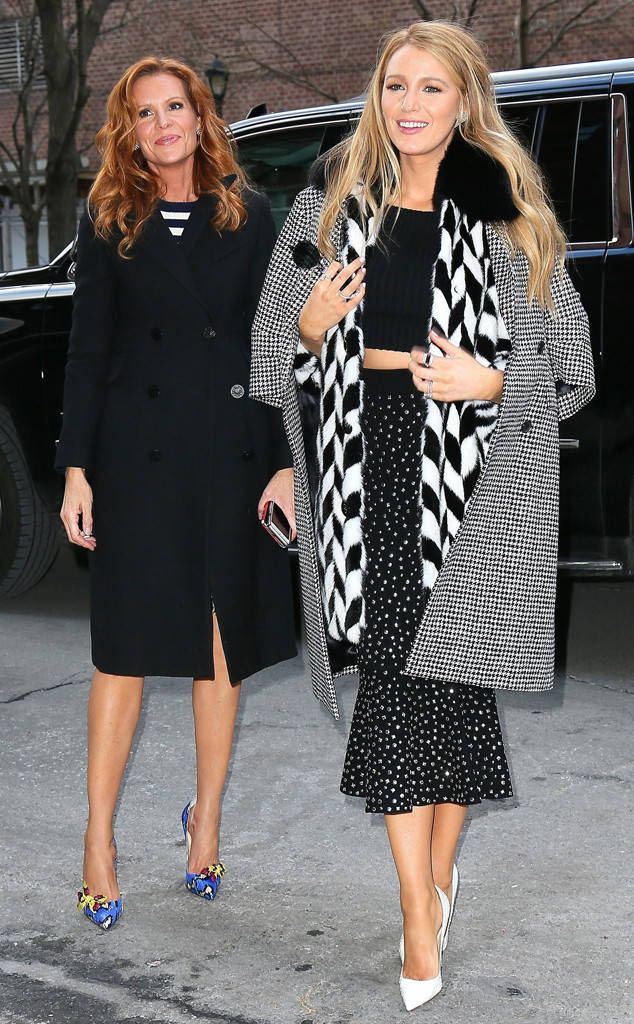 Blake Lively & Robyn Lively from The Big Picture: Today's Hot Photos The actress and her sister make a fashionable entrance into their New York City hotel.