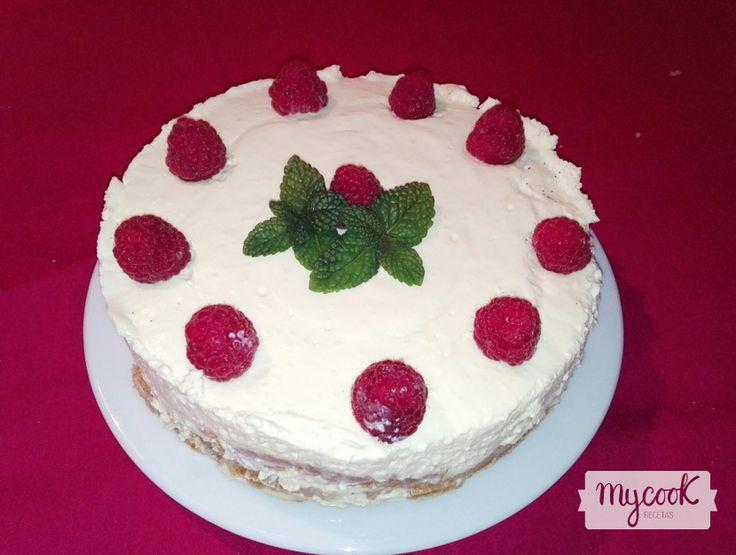 Tarta cheesecake de limón # Todavía nos quedan unos días de fiesta y alguna que otra reunión familiar. Si todavía estáis buscando algún postre para el día de Reyes, aquí os dejo uno ideal, una tarta cheesecake de limón.  Es un ... »