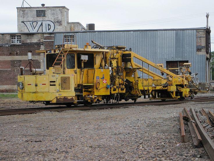 International Construction Equipment Shipping of Caterpillar / Kobelco / Komatsu Products to Port Tema, Ghana!