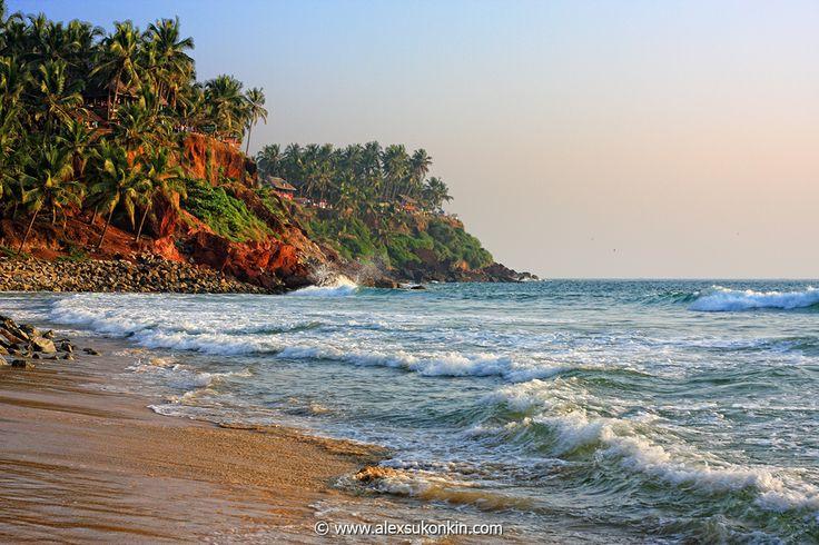 kerala-beach-at-sunset.jpg - [en]Sea surf at sunset, Black beach near Varkala, Kerala, India.[ru]прибой, закат, Черный пляж, Варкала, Керала.