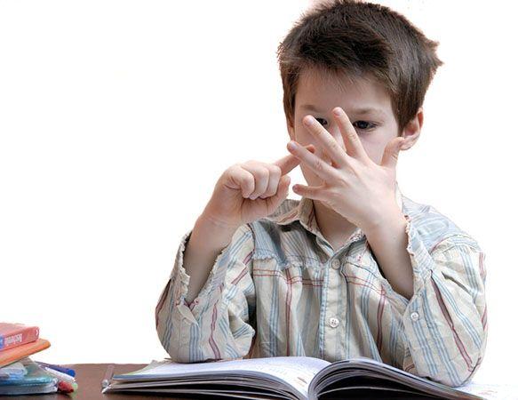 Le MP3 d'autohypnose « Par l'hypnose… je surmonte ma difficulté à apprendre les maths » vise principalement à aider un enfant de moins de 7 ans en difficulté scolaire à améliorer ses compétences en mathématiques (calcul) et à renforcer sa confiance en lui-même. Par une hypnose appropriée et l'utilisation des couleurs et des chiffres, le MP3 favorisera sa compréhension et l'aidera à acquérir des attitudes et réflexes favorisant la réussite scolaire en mathématiques.