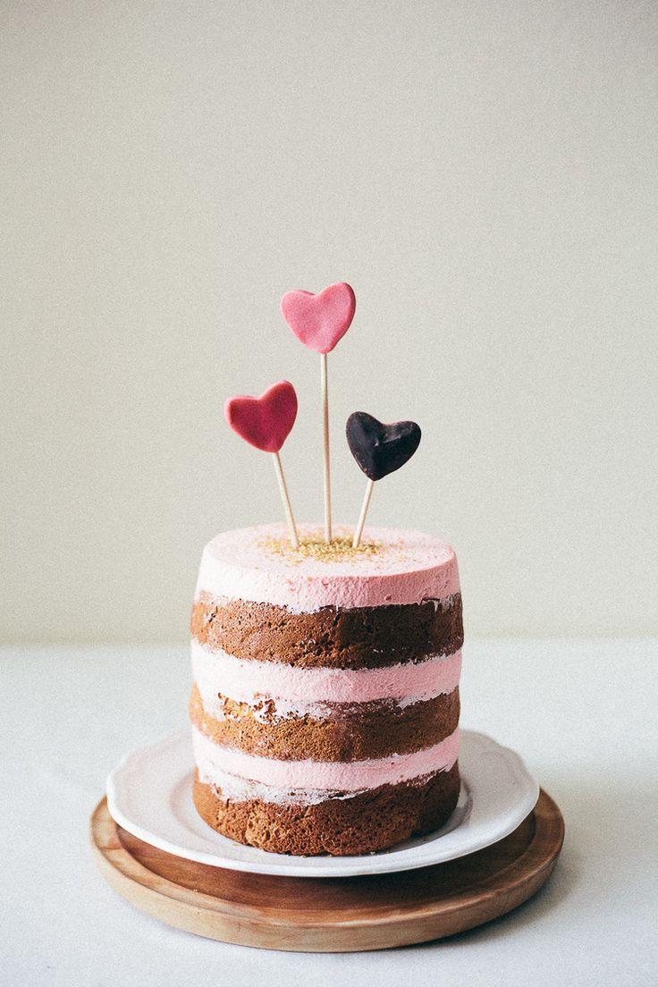 Italian almond valentine cake