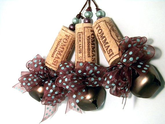 I am so making these for Christmas presents!!. Great for putting on a wine gift bag to dress it up a bit!