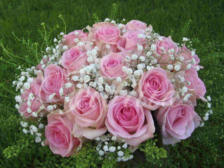 Kytice nevěsty z růží a nevěstina závoje