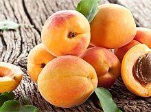 Meruňkové čatný a meruňky ve sladkokyselém nálevu