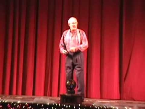 Tommy Smothers YoYo Man: Men Toms,  Theatres Curtains, Smothered Brother, Smothered Yoyo, Theater Curtains, Yoyo Men, Tommy Smothered, Man, Flower Necklace