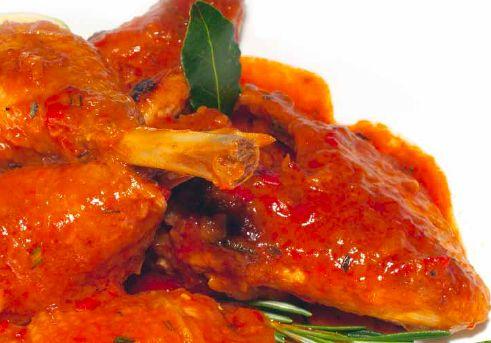 POLLO IN POTACCHIO Ingredienti: pollo ruspante, oliextravergine d'oliva, vino bianco, peperoncino, cipolla, aglio, concentrato di pomodoro, prezzemolo, rosmarino, pepe e sale. Per la preparazine vedere: https://www.facebook.com/photo.php?fbid=210372452485917&set=a.210358612487301.1073741828.210336982489464&type=1&theater