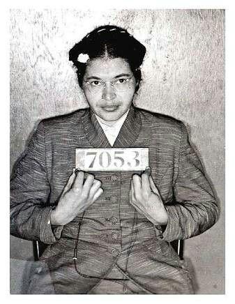 Rosa Louise McCauley, mais conhecida por Rosa Parks, foi uma costureira negra norte-americana, símbolo do movimento dos direitos civis dos negros nos Estados Unidos