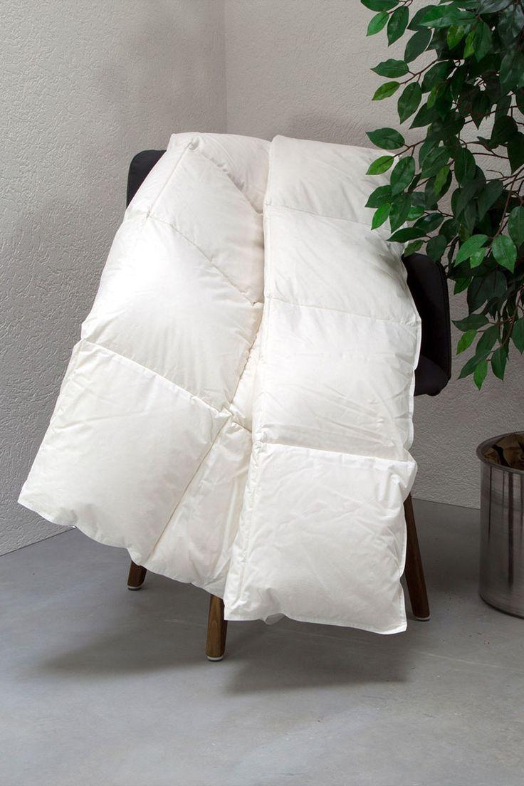 """Unsere Daunen-Leicht-Bettdecke """"Ansara-Superior"""" bietet Dir eine angenehm leichte Wärmeleistung. Diese Daunendecke kannst Du mit gutem Gewissen kaufen, denn die Daunen stammen garantiert nicht aus Lebendrupf!"""