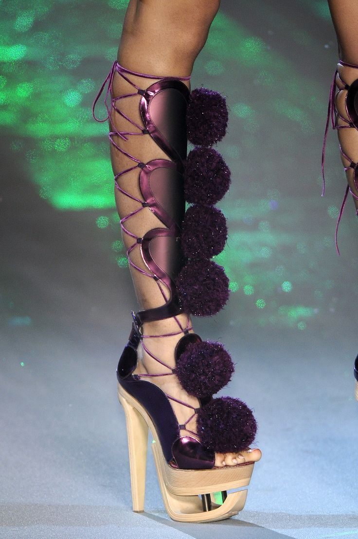Dukes roller shoes - Weird Shoes Crazy Shoes Top Shoes Exotic Pets Absolutely Fabulous John Galliano Killer Heels Carnival Fairytale