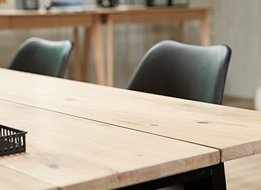 JYSK Favourites industrial-modern Eettafel GADESKOV met zwarte stoel KLARUP | JYSK