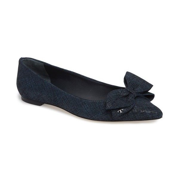 Women's Tory Burch Rosalind Bow Pointy Toe Flat (153.070 CLP) ❤ liked on Polyvore featuring shoes, flats, navy fabric, flat shoes, navy blue pointed toe flats, navy blue shoes, navy blue flats and navy flat shoes
