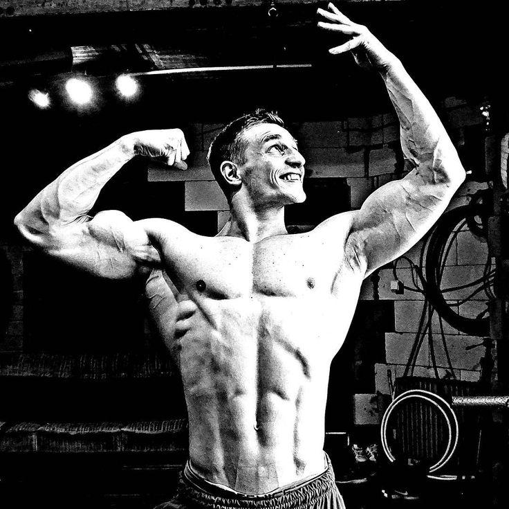 Never be satisfied and work on your weaknesses . Jídelníčky a tréninkové plány na míru přímo pro TEBE s měsícem konzultace - aleslamka@seznam.cz . Oblečení AL a SUPERHUMAN k dostání na fitnessDK.cz - klikni na odkaz na mém profilu. . #zábava #kulturistika #posilovna #fitness #lifestyle #victory #domaci #svaly #tělo #bodybuilding #physiquefreak #jidelnicek #dieting #dieta #diets #odhodlani #motivated #onlineshop #fitnessmotivation #fit #vyziva #zdrava #gym #workout #natural #bodybuilder…